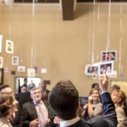 Los novios comentando las fotos (Foto de Fotos NO: Juan Miguel Pla Jorrín y Maribel Mata)