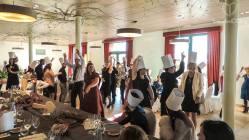 """Primera prueba del juego """"la Thermowedding""""! Todos los invitados imitando el baile que Mary&Olga hicieron al entrar al salón! Un show!!"""