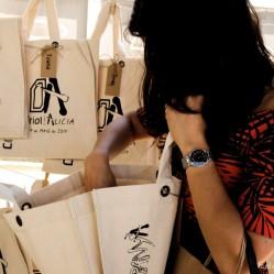Los invitados recogían su bolsa. Cada bolsa tenía un contenido diferente, pues las pistas estaban personalizadas.