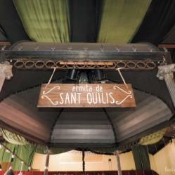 La glorieta de Casa Amparito se convirtió en la ermita de Sant Quilis, a la sombra de la cual, se dieron nuestros novios el primer beso.