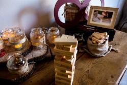 Rincon del Jenga: juega tu pieza y luego dedícasela a las novias! Foto de Nou Enfoc Fotografia