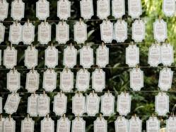 Todos los tiquets personalizados con una frase para el invitado, pensada sólo para él por los novios.