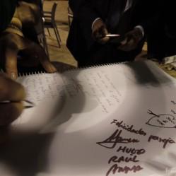 ¿Nos firmas en nuestra A? ¡La libreta también quedó llena, llena!