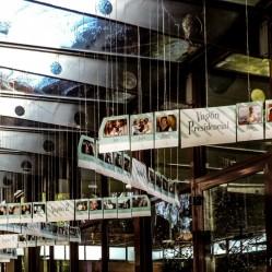 ¡¡Hora de subir al cremallerA!! Un cremallera que se desplegaba en todo el pasillo de acceso al salón comedor, que servía también de seating y en el que cada invitado se encontraba en una ventanilla de su vagón correspondiente.