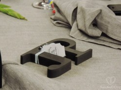 Y el regalo, como no podía ser de otra manera, las iniciales de cada invitado: nuestro amor se escribe con A, ¿y el tuyo?