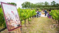 Después del cine, se celebró la ceremonia entre viñedos, con decoración floral de Ferran Florista... esta no era una boda común como podéis ver!